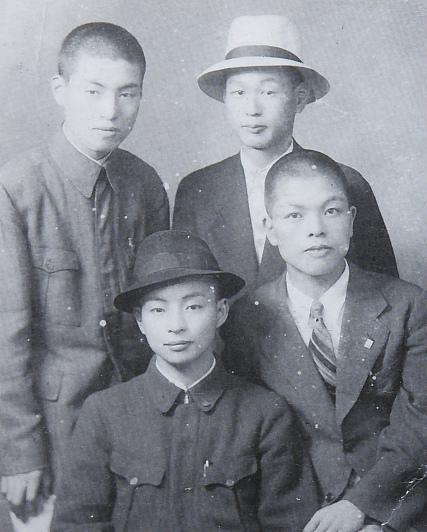 5-4朝日広告社勤務時代・伊三雄20歳DSF7194